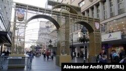 Novogodišnja kapija na ulazu u Knez Mihailovu ulicu u centru Beograda