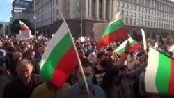Живият щит. Как хората спасиха протеста от провокации