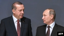 Russian President Vladimir Putin (right) and Turkish President Recep Tayyip Erdogan (file photo)
