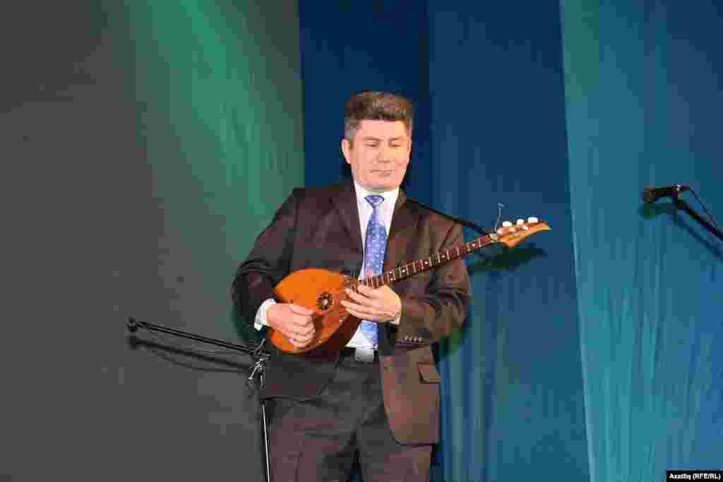 Стәрлетамак думбырачысы Сәйдәш Сәсәнбаев