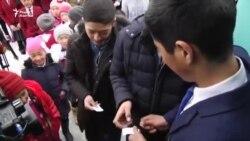 В Нарыне школьники сняли фильм на телефон и показали его сельчанам