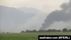 Пожар и дым на месте взрыва