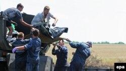 Експерти біля місця катастрофи, 21 липня