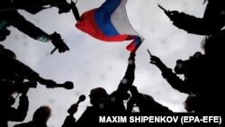 В России тысячи людей вышли в поддержку Навального