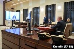 Президент Росії Володимир Путін під час відеосаміту «Групи двадцяти» найрозвиненіших економік світу, де обговорювали протидію коронавірусу. Ново-Огарьово, Московська область. 26 березня 2020 року