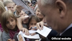 Один из кандидатов на пост президента Польши Ярослав Качиньский во время избирательной кампании