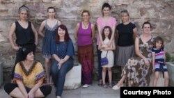 Група Ф9- составена од жени фотографки.