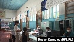 Кыргызстандагы жогорку окуу жайларынын бири. Абитуриенттерди кабыл алуу комиссиясы.