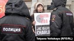 Під час акції на підтримку Charlie Hebdo в Санкт-Петербурзі, 10 січня 2014 року