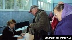 Илле Иванов с супругой на избирательном участке 18 сентября 2016 года