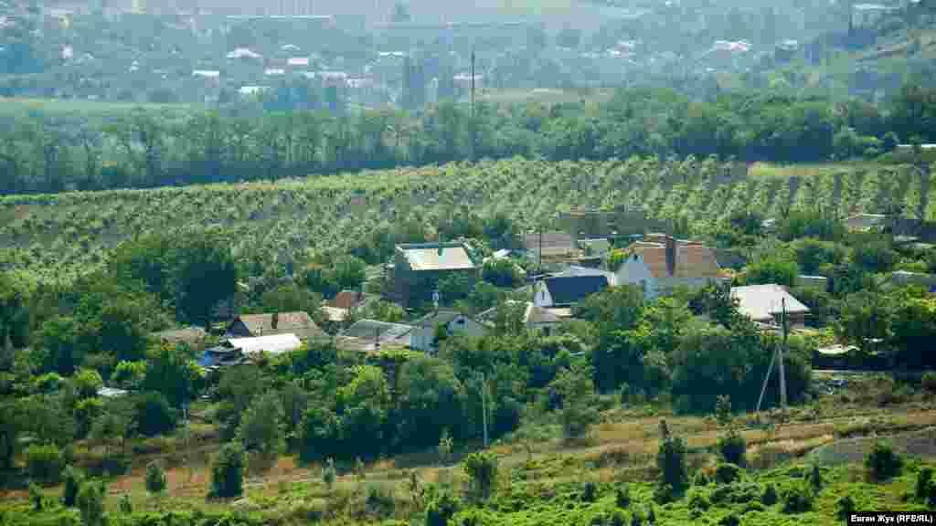 Вид на Ушаковку с улицы Новикова, поднимающейся от площади 1 Мая в Балаклаве к поселку на 10-м километре Балаклавского шоссе
