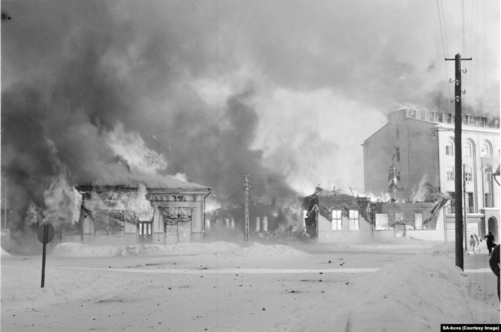 A town in southern Finland burns after a Soviet air attack.