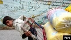 کودک بابر در میدان عتیق اصفهان