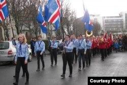 """İslandiyada """"Sumardagurinn"""" (Baharın ilk günü) bayramı."""