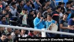 عکسی آرشیوی از هواداران گلگهر سیرجان و مس کرمان در جریان بازی دو تیم در دسته اول فوتبال ایران