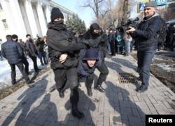 Разгон оппозиционного митинга в Алма-Ате, 27 февраля 2019 года