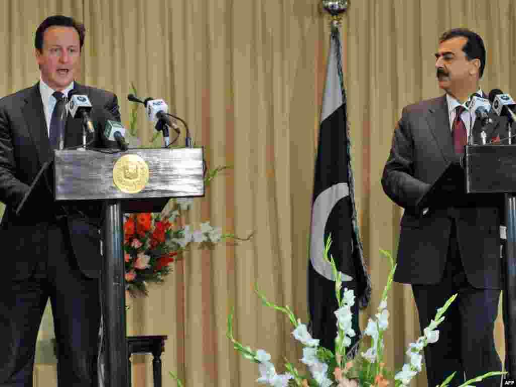 Пакистан: Премьер-министр Британии Дейвид Кемэрон выступает на совместной пресс-конференции с коллегой Юсуф Реза Гилани