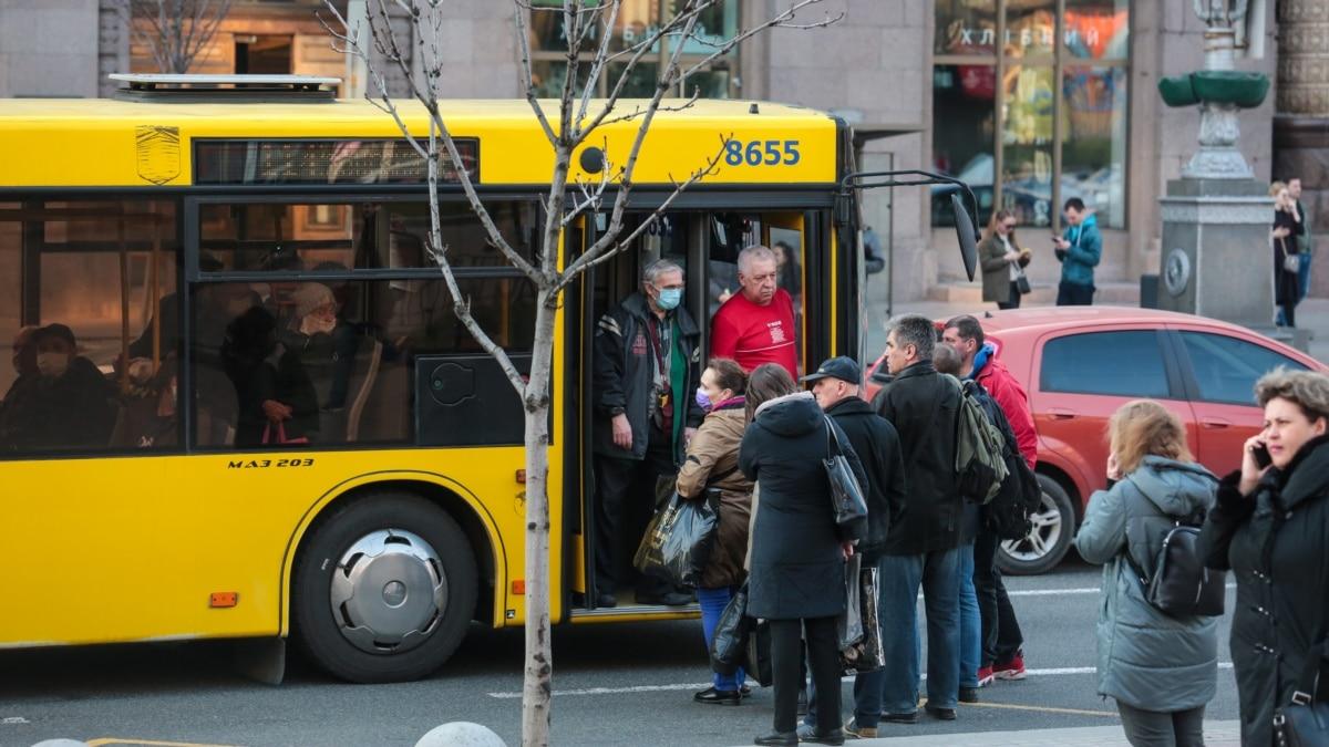 Кличко: ездить в общественном транспорте Киева с 23 марта можно будет по спецпропускам
