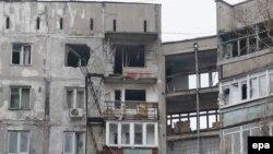 Мариуполь қаласында артиллериялық снаряд түсіп бүлінген тұрғын үй. 24 қаңтар 2015 жыл.