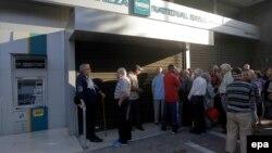 Redovi ispred bankomata, 29. juni 2015.
