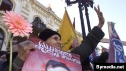 Михаил Саакашвили в ноябрьские дни 2003 года был для страны одним из героев революции