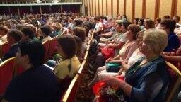 Татар теле һәм әдәбияты укытучылары корылтаенда катнашучылар