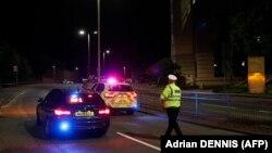 Полиция у места нападения в английском городе Рединг.