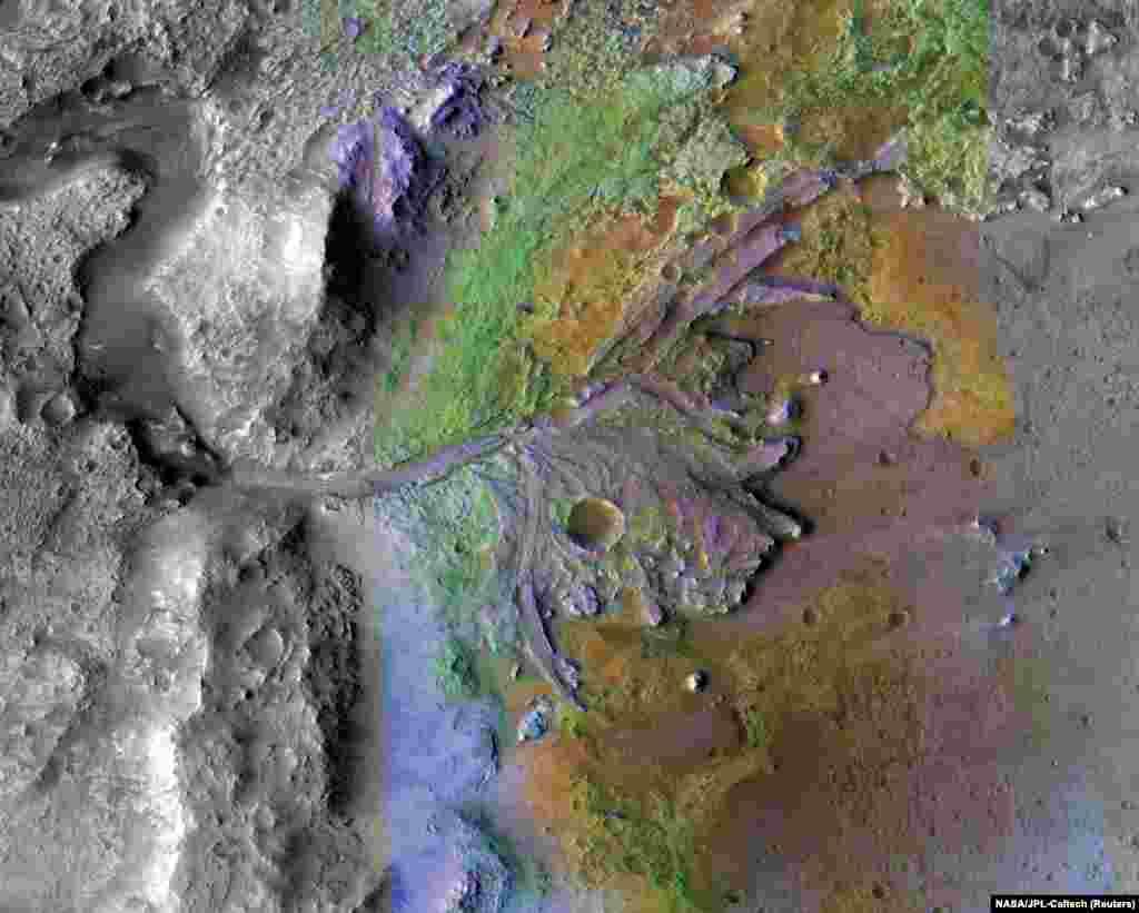 Krater Jezero na Marsu: ušće koje je napravila voda i sedimentacija prikazani na fotografiji sa 'lažnom' bojom