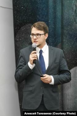 """Alekseja Golovenka, doktora, policija je privela dok je šetao sa porodicom, pet dana nakon što je uhvaćen na nadzornoj kameri u blizini demonstracija 21. aprila u Moskvi. """"Represija"""", kaže on, """"veoma je efikasna."""""""