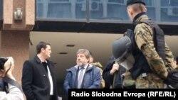 Ambasadori i Republikës së Kosovës, Ylber Hysa, para Gjykatës, në pritje të procesit gjyqësor