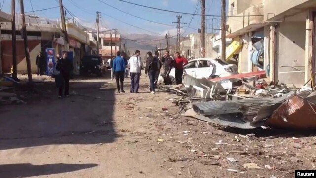 A car-bomb attack killed 16 people and wounded about 20 others in Qatana, near Damascus.