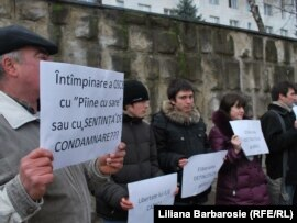 Supporters demonstrate for the release of Ilie Cazac, who is serving a 14-year jail sentence in Moldova's breakaway Transdniester region for espionage and high treason.