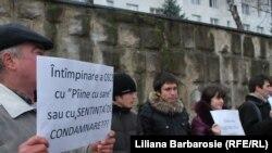 In sprijinul lui Ilie Cazac, în fața clădirii OSCE la Chișinău în februarie
