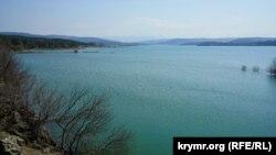 Архивное фото: Симферопольское водохранилище, 1 апреля 2017 год