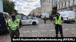 Поліція оточила район бізнес-центру «Леонардо» в центрі Києва, 3 серпня 2020 року