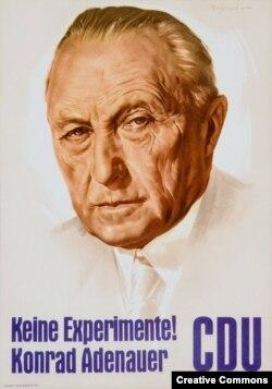 """Предвыборный плакат ХДС во время избирательной кампании 1957 года с портретом Аденауэра и лозунгом """"Никаких экспериментов!"""""""