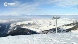 В кыргызстанском Караколе тренер учит детей кататься на лыжах и любить свою страну