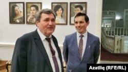 Ркаил Зәйдулла (с) һәм Рәмис Аймәт Татарстан язучылар берлеге корылтаенда