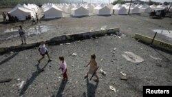 Romska djeca, izbjeglice sa Kosova, u izbjegličkom kampu kod Podgorice