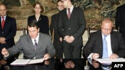 Представители внешнеполитических ведомств США и Польши подписали соглашение по ПРО на фоне вооруженного конфликта на Кавказе
