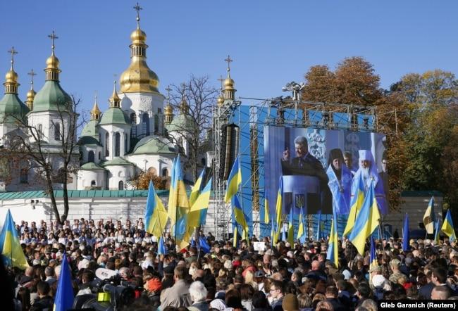 Під під час молитовного заходу за томос для України. Київ, Софійська площа, 14 жовтня 2018 року