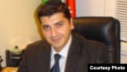 Day.az-ın baş redaktoru Elnur Baimov