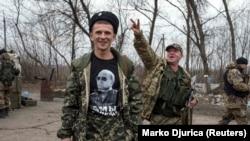 Пророссийские сепаратисты на блокпосту к северо-западу от Донецка, 2015 год