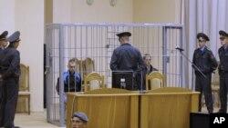 Дмитрий Коновалов и Владислав Ковалев в зале суда