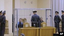 Dzmitry Kanavalau și Uladzislau Kavalyou la ședința de astăzi a tribunalului de la Minsk