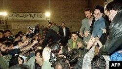 Mohammad Khatami među studentima 1999. godine