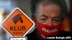 Arató András, a Klubrádió elnöke a rádió budapesti stúdiójában 2021. február 9-én.