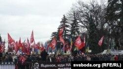 Өкмөттүн кызматтан кетишин талап кылган демонстранттар. Киев, 16-февраль, 2016-жыл.