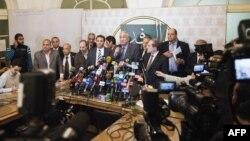 رموز في المعارضة المصرية في مؤتمر صحفي سابق بالقاهرة