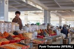 Городской базар в Самарканде. Узбекистан, 29 ноября 2019 года.
